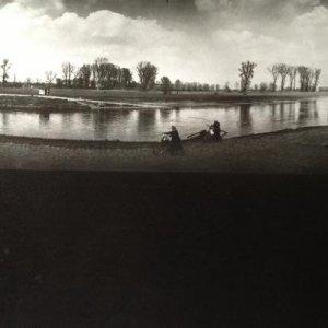 Josef Sudek – 1.18. Krajina u Mělníka u přívozu, 1964