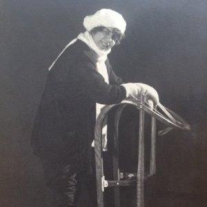 František Drtikol – Ervína Kupferoová a saně