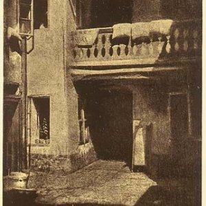 soubor 10 kusů originálních pohlednic – Z dvorů a dvorečků staré Prahy