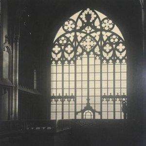 Josef Sudek – Svatý Vít – pohled do hlavní a jižní lodi chrámu